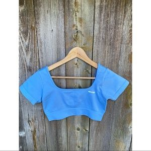 BO+TEE blue short sleeve cropped workout top